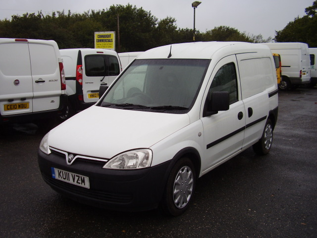 11(11) VAUXHALL COMBO 1.7 CDTi £5,950.00 1 owner, service history, 14,000 miles