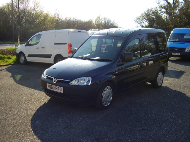 2010(60) VAUXHALL COMBO - C DISABLED VEHICLE £5,950.00 DIESEL, AUTOMATIC, WHEELCHAIR ACCESSIBLE